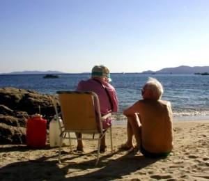 Eigentumswohnung in Sellin seniorengerecht gestalten - Hier: Ein älteres Paar am Strand