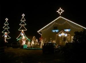 Haus auf Rügen im Beleuchtungsstress - Hier: Ein weihnachtliche geschmücktes Einfamilienhaus